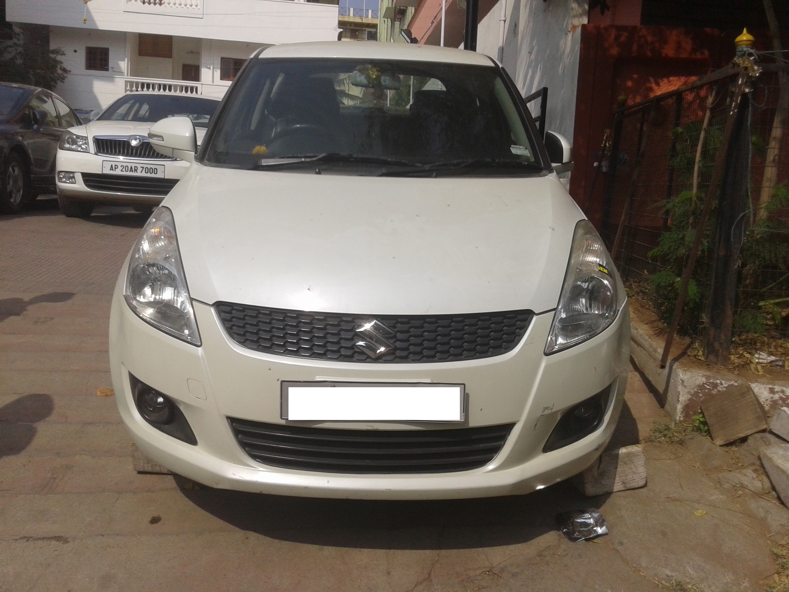 MARUTI SWIFT ZDI BSIV;MODEL 03/2012, KM 66928, COLOUR WHITE , FUEL DIESEL, VERY NICE FEATURES, PERFET CONDITION AND FULLY SHOW ROOM SERVICE. - by Nani Used Cars, Hyderabad