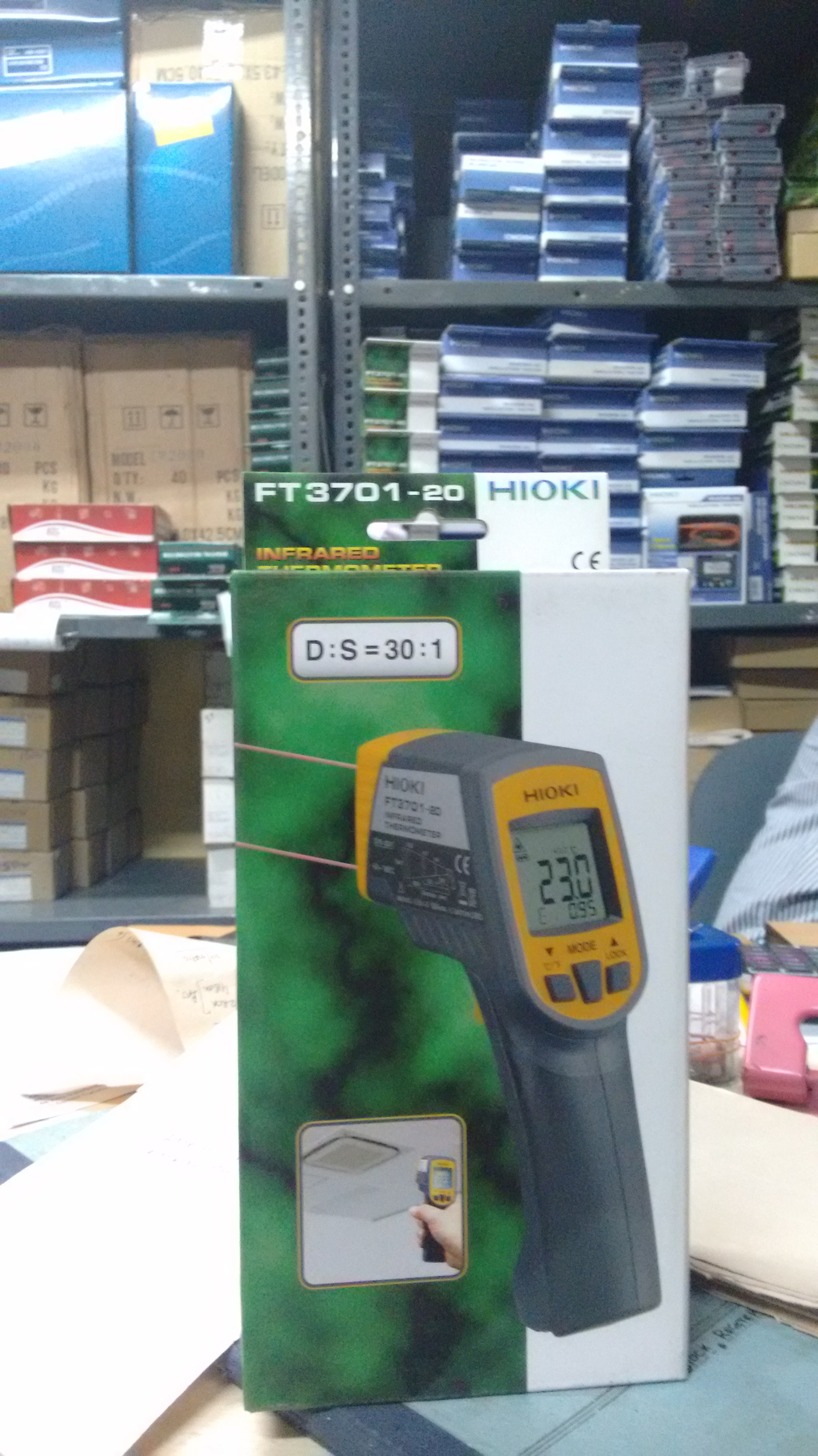 HIOKI Infrared Thermometer. FT3701-20. MADE IN JAPAN.  CHEAPER THAN THE COMPETITION. 30:1 DS Ratio.   Infrared Thermometer in Kolkata, Calcutta, West Bengal, India.  Cheap and best.