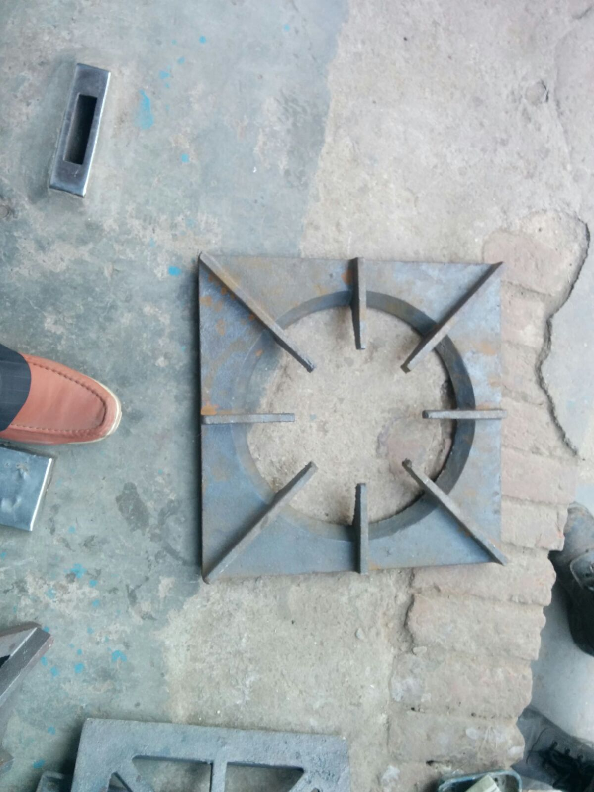 CASTING PAN SUPPORT FOR HOTEL BURNER RANGE   Cast Iron  Pan Support  For Cooking Ranges For Hotels Restaurants Canteen etc   Pan support available sizes:- 1. 10