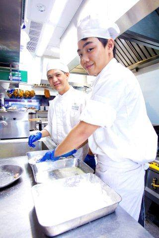 It's Wednesday! And our professional chefs at Yee Cheong Yuen are working hard at work in preparing new authentic dishes to give you a great start to an upcoming weekend!