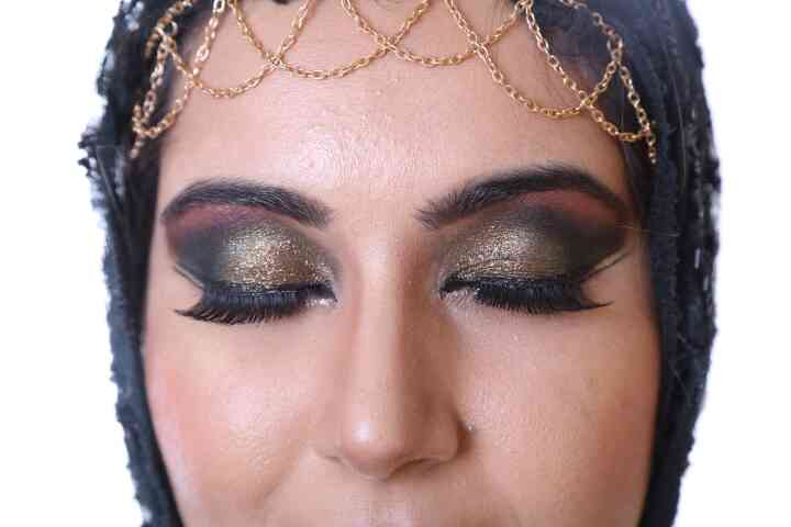 Airbrush Makeup In Delhi   Try Arabic Makeover for when you want to experiment a dramatic Look with lashes and glitter. Contact us now.  For more details visit our website  www.makeupbyankursethi.com