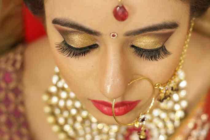 Best Bridal Airbrush Makeup Artist in Delhi. We believe in giving our Bride Flawless Makeover .A glowing and longlasting Makeup that will last her the entire night .For Details contact us on www.makeupbyankursethi.com