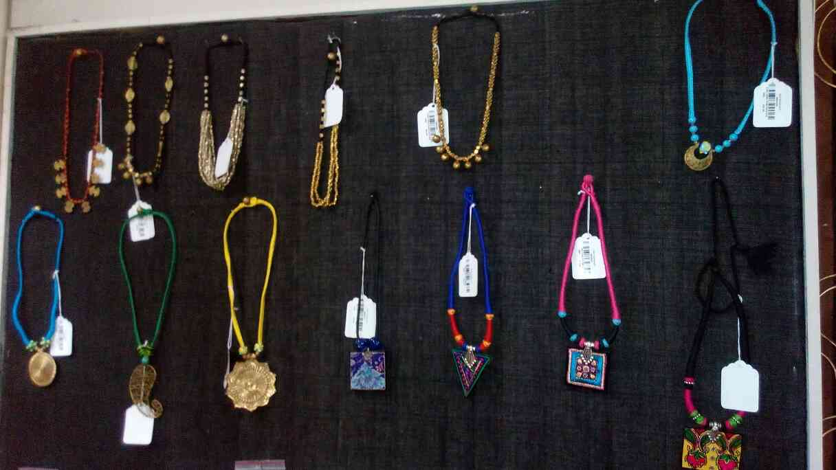 various types of hand made necklaces are available at sejal handicrafts, Vadodara, Gujarat.