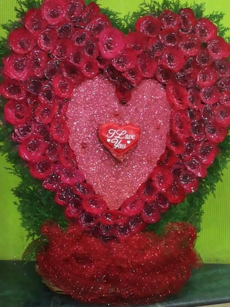 Red roses with heart - by Spring Blossoms Florist, Hyderabad