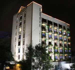 Hotel Karan is easy reach and just a 10 minute drive from Secunderabad Railway Station and 40 minutes drive from the International Airport. - by HOTEL KARAN / KARAN HOTEL, Hyderabad
