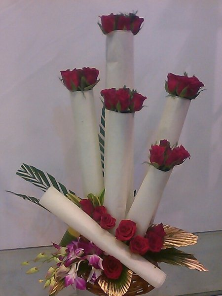 New pattern of red rose bounds - by Suraj florist,