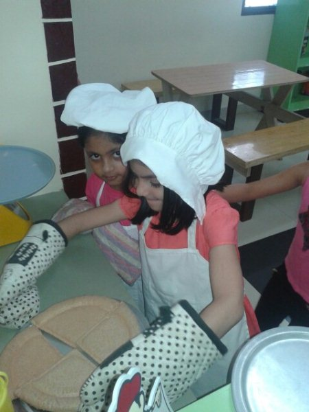 Futher chief are getting ready with pizza making classes - by KiDiHou Children's Museum, Hyderabad