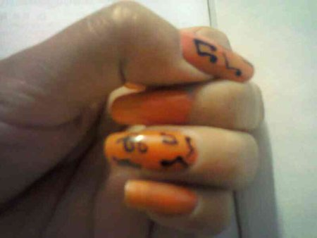 very simpal musical words on nails - by Silky Nail Arts, North West Delhi