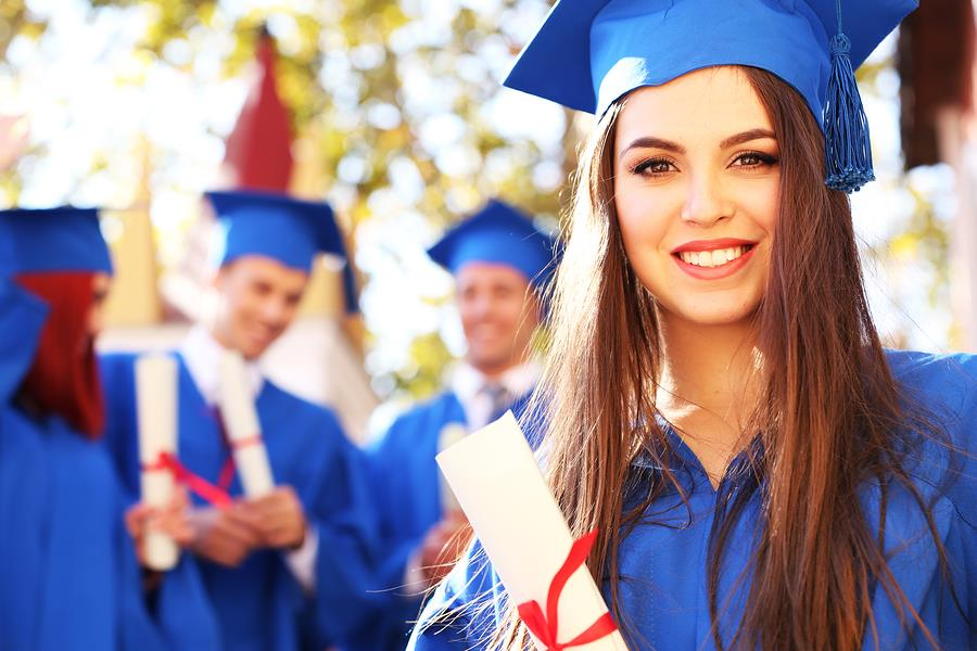 Does la sierra university require undergraduates to take a SAT subject 2 test to attend their school?