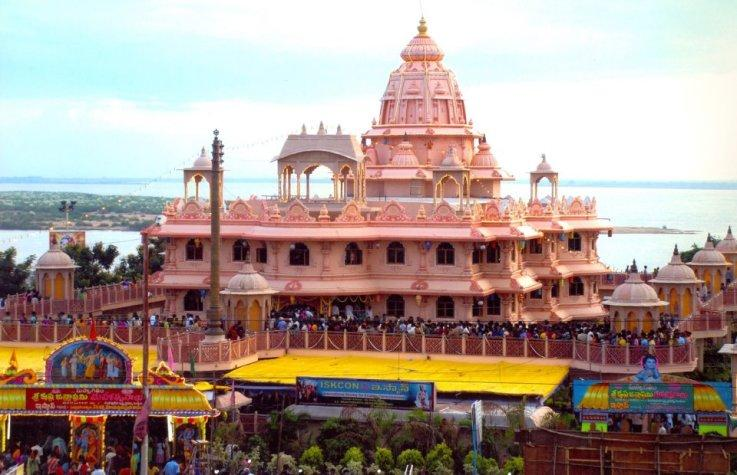 ISKCON Rajahmundry Temple.. The Iskcon rajahmundry temple was built in two acres of land situated on the banks of Godavari. This place has got significance because many Rishis performed their thapasya. Sri Chaitanya maha prabhu met his disc - by Dindi-The Godavari, Malkipuram