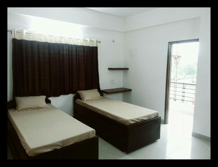 2 seater room. - by Satguru Girls Hostel, Indore