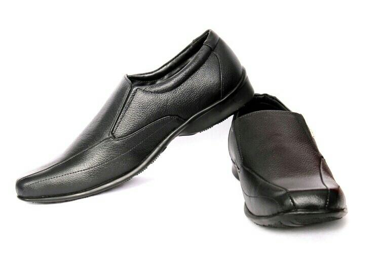 Provogue black formal shoes for man. only a few are left for 999/- free shipping in Delhi NCR - by Mega reductions, New Delhi