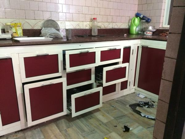 We have Stylish Design of Modular Kitchen with Different Range and Shaped of Modular Kitchen Maker or Manufacture in Bareilly, Delhi, Pilibhit, Lucknow, Ghaziabad, Rampur   Different shaped Of Modular Kitchen  C Shaped Modular Kitchen  T Sh - by Hindustan Aluminium Doors, Bareilly
