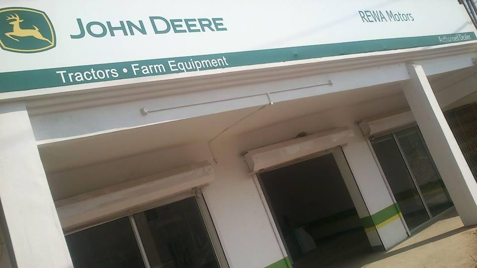 NOW IN  REWA JOHN DEERE TRACTOR SHOWROOM OPEN AT RATHARA NH 7 NEAR PETROL PUMP ALLAHABAD ROAD REWA. - by rewa motors, REWA