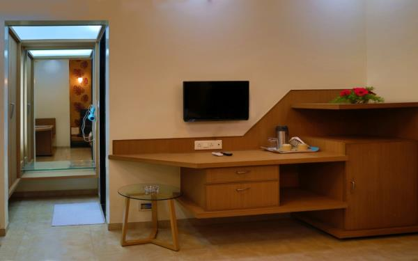 Rooms equipped with LED TV & AC - by Hotel The Leaf, Aurangabad