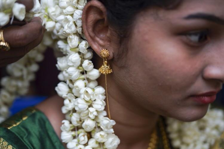 hindu weddings - by Dilbloos Designers Studio, Ernakulam