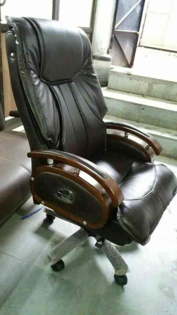 office manufacturing in rajkot  - by Vallabh furniture, Rajkot