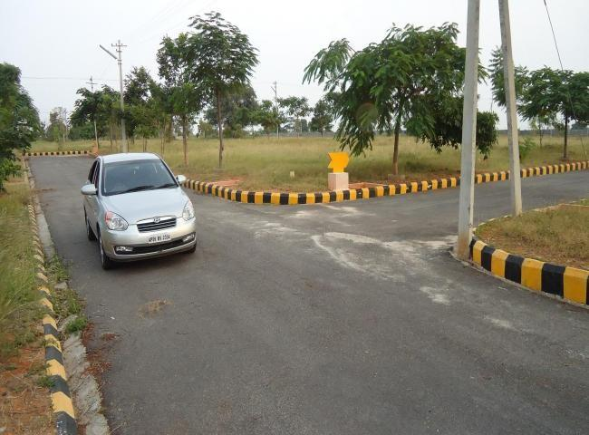 PROJECT HIGHLIGHTS                  33 acres of Mega venture in GVMC limits                  Gated community project with CLUB HOUSE, SWIMMING POOL, WALKING TRACK and TEMPLE          Plots Sizes, 200, 267, 311 & Above,          All 40' Feet - by Lakshmi Nivas, Visakhapatnam