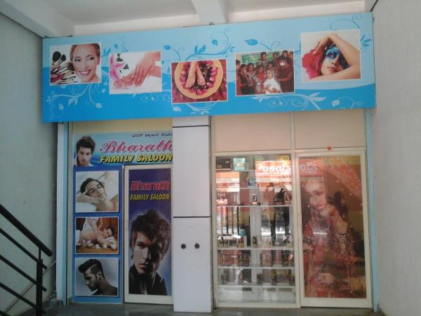 we Do full Body massage friendly and co operative  south Indian therapist  cost 1000/- , 1500/-, 2500/- - by Bharath family saloon, Bangalore