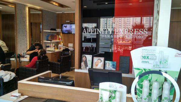 A UNISEX SALON INTO YOUR AREA WITH THE PERFECT SERVICES @ NOIDA SECTOR 77  - by Affinity Express Hair & Beauty Studio, Delhi