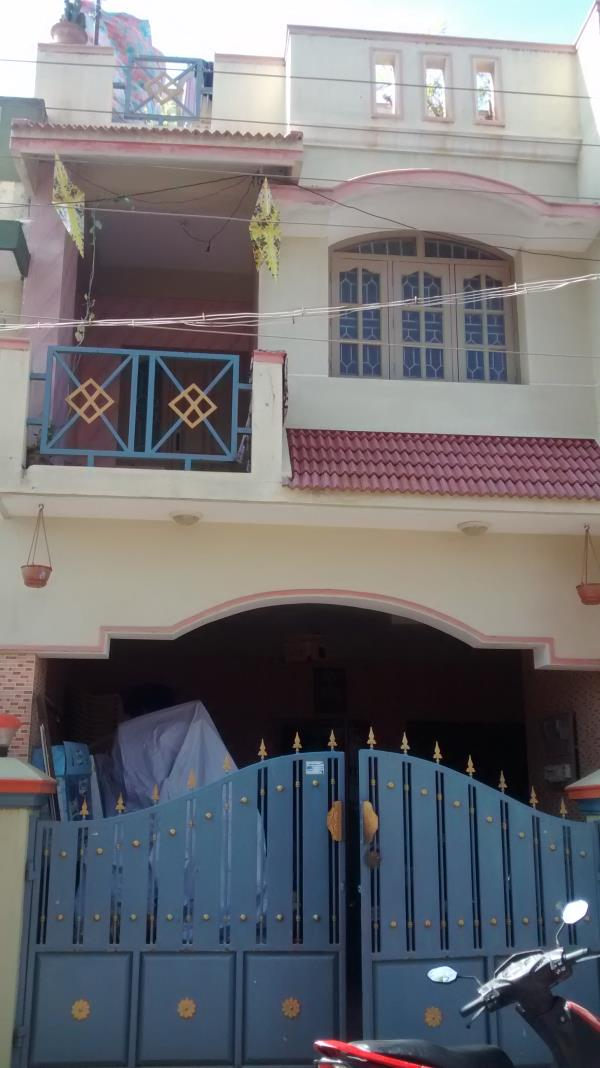 Individual house for sale in LIG, Near Muneeshwar Nagar. Connectivity : 2kms from Hosur Bus stand < 1 km from Siisya school 7kms from Atibelle  2 kms from Hosur Railway station very good locality for investment,  Quality of the building is  - by HosurAcres    Mobile: +91 8608909121, Hosur