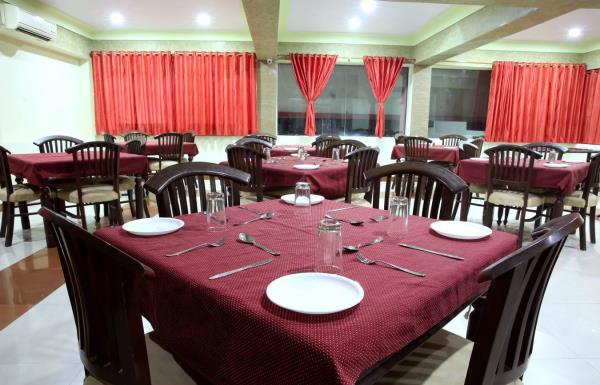 """Hotel Osheen Palace- VEGETARIAN/NON-VEGETARIAN KITCHEN"" An exquisite fine dine restaurant offering delicious flavors from all across the globe... Fusion, Indian, Oriental, Mediterranean cuisines. Perfect place for - Breakfast, Lunch & Dinn - by Hotel Osheen Place, Udaipur"