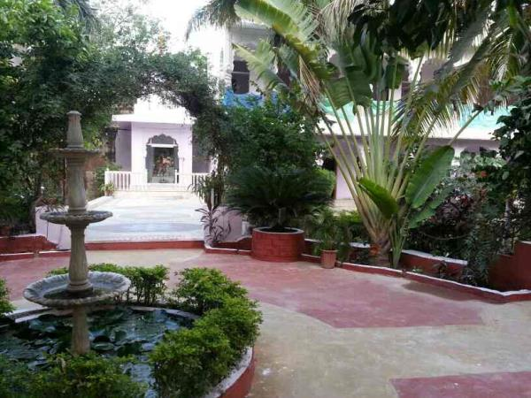 nice walking area - by Hotel Sunset & Cafe Restaurant, Pushkar