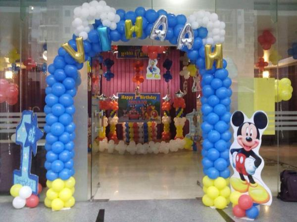 Dj balloon decoration birthday bless 9810966064 in new for Balloon decoration in noida
