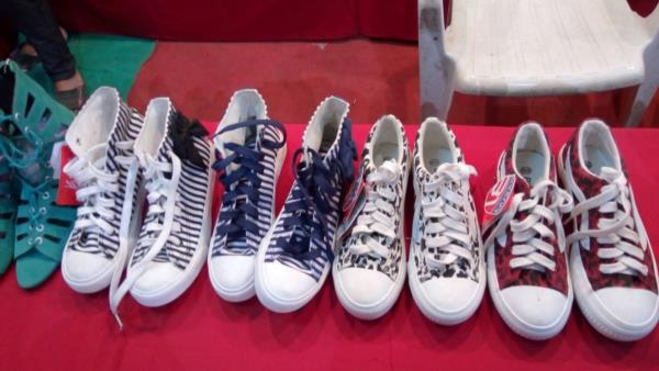 Sports Shoes.........  - by Foot Beauty, Alta