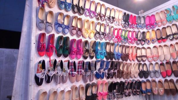 Wide Range of Shoes/Chappals with Excellent Variety and Cheaper Rates - by Foot Beauty, Alta