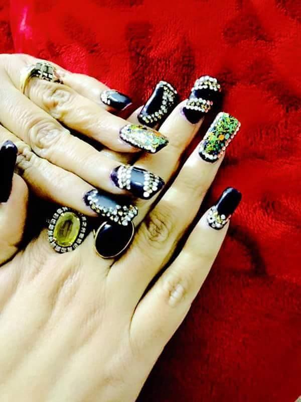 These are the over-the-top nail art designs that let u unapologetically celebrate all things autumn at the best nail art studio at Tagore park, delhi  - by Prerita Kcreations @ 9810993970, Delhi