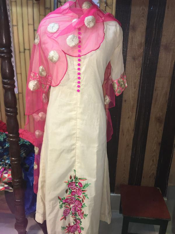 Long white kurti with pink combination  - by Navnidhi, Jodhpur