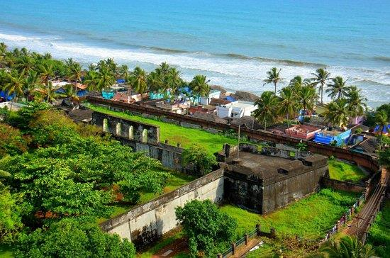 Around 38 kms from Hotel Oasis, is a coastal town called Anchuthengu or Anjengo. Originally known as an old Portugese settlement, It is situtated between Kollam and Trivandrum districts. Old Portuguese-style churches, a lighthouse, a 100-ye - by Hotel Oasis, Trivandrum