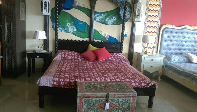 Traditional wooden bed in seesham wood.  - by Mitakshara Designs, Jaipur