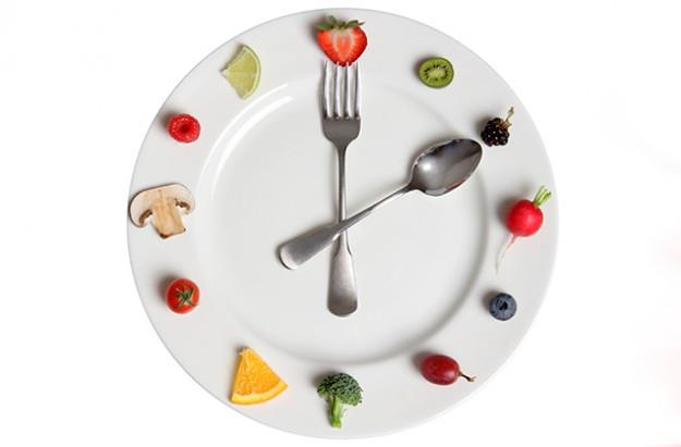 Choosing the best time to eat meals has many benefits. One of them is more energy. Skipping meals or eating meals on a random schedule can drain your body of energy. Eating five small meals a day is better than eating three big meals, becau - by A Healthy Nutrition Plan, Udaipur