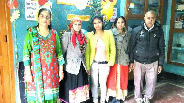 Vanessa Public School staff with School Principal Miss kanika Sharma. - by Vanessa Public School, Delhi