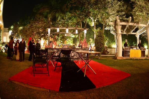 Exclusive catering services and Decor of Wedding Celebration in a Grand way @ Tivoli! Contact us @ #TivoliGarden (#Chattarpur Mandir Road): 9818553333, TivoliGrand (Main GT #Karnal Road): 9212466424, TivoliPushpanjali (#Airport  - by Tivoli Hotels & Resorts, Delhi