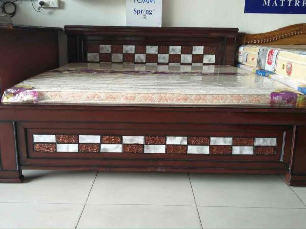 King size 6*6.25 total take wood pu. More than model thar market prices 24500 hours offering prices 18150 only two days. One more thing i if you want Queen size 5*6.25 also available more than model chassis price lass 1000  - by mahadevi furnitures, opp lingampally bus stand A square building , below sony electronics Bhel X Road