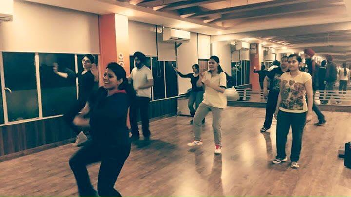 Bhangra classes everyday 7 - 8 pm. Come have fun and learn at the same time... - by Body Scapes, Chandigarh