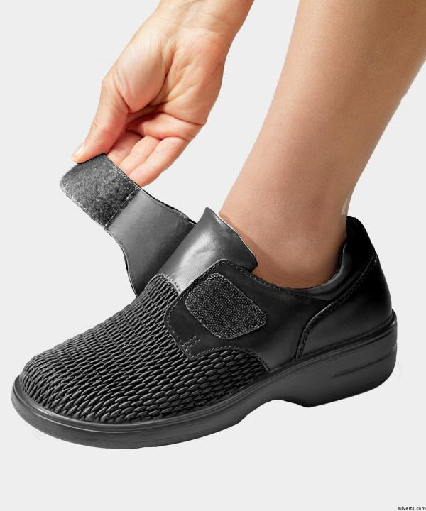 """With the Support of our Experts, we design """"Designer Diabetic Shoes"""" to prevent Diabetic Feet from Wounds. - by MediFeet 