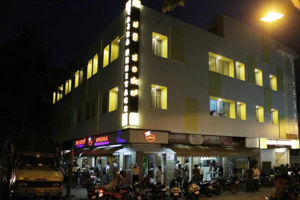 luxury hotels in rajajinagar Bangalore  24hrs hot water with wifi a/c and non a/c rooms   - by VAJRA HERITAGE, Bangalore