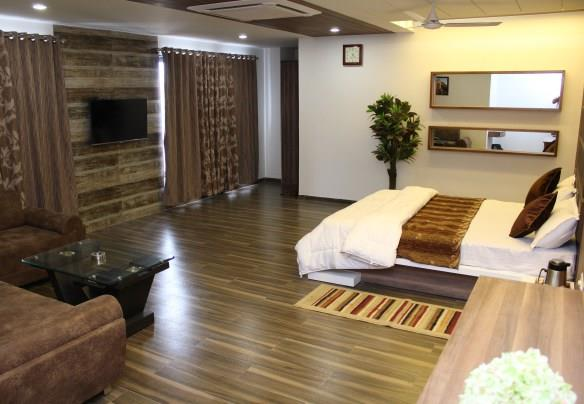 hotel unity terrif plan room type         single             double de0ux room      1600               2000 executive           2000              2400 royal suit                                   3000  - by Hotel Unity, Ahmedabad