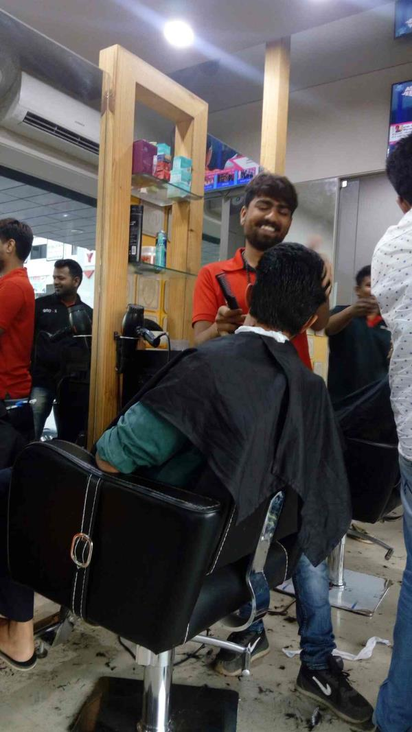 best haircut in Vadodara  specialists in hair cutting in ladies and gents hair cut - by X One Salone, Vadodara