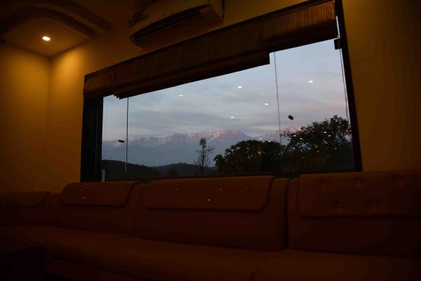 bar look at night  - by Hotel Kangra Rodeway Inn, Kangra