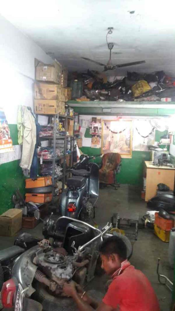 This is our garage  - by SHIVA AUTO SERVICE , Ahmedabad