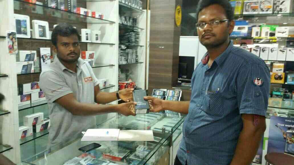 Our first Elite Customer of Samsung Galaxy S7edge at our store - by Sri Vaari Communication, Salem