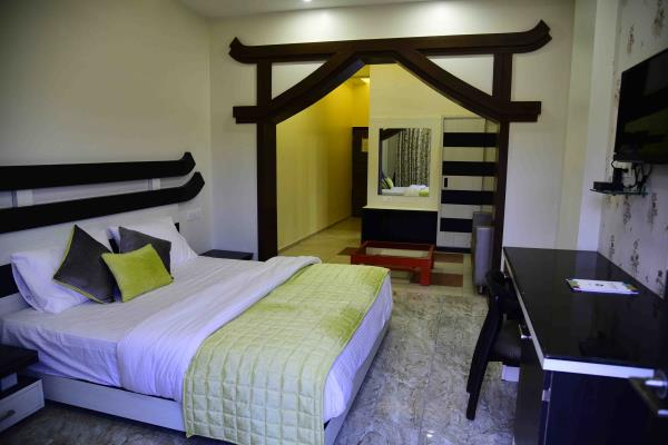 chiness style design room design with fine granite and well wood furnishing.......................its heart touching room  - by Hotel Kangra Rodeway Inn, Kangra
