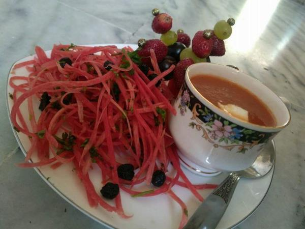 Tomato souop wid carrot salad. - by Trisha$kaffe, Pune
