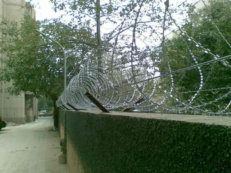 we are manufacturers of RBT FENCING WIRE FOR SECURITY USE - by Sai Wire Manufacturing Pvt Ltd , Delhi