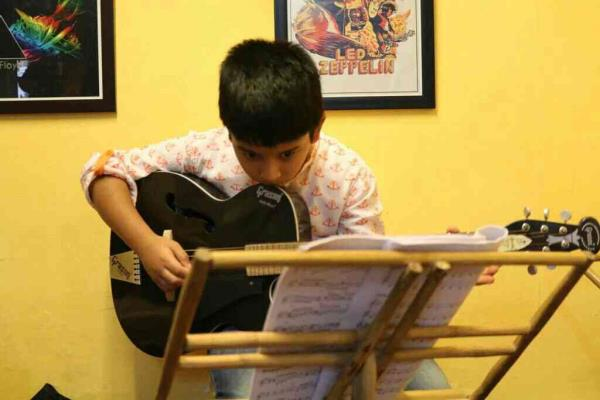 Guitar Lessons for Kids in Santacruz - by INSTITUTE OF MUSIC DISCIPLINE, Mumbai